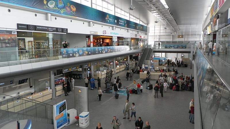 sân bay Lawica